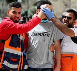 الهلال الأحمر: 395 إصابة خلال مواجهات الأقصى بينها حالات خطيرة