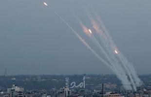 مراسل القناة 13 العبرية: نحو 150 صاروخ أُطلقت من قطاع غزة منذ الساعة 6 مساء